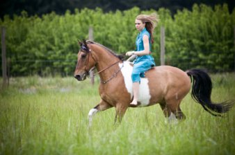 The wonderful freedom of galloping bareback (although we always recommend the rider wear a helmet!) www.horsemanmagazine.com